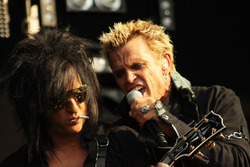 Steve_Stevens_and_Billy_Idol_-_picture_by_Simone_van_den_Boom.jpg