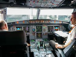 Airbus-319-cockpit.jpg